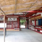 太宰府天満宮本殿右にある裏に抜ける通路の画像