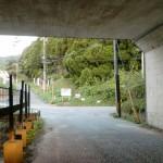 九州自動車道の高架下をくぐり抜けたところの画像