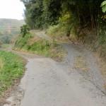 砥上岳登山口付近の農道の画像