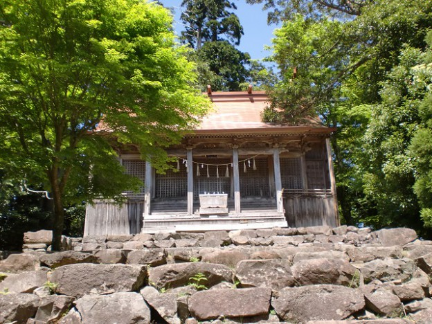 求菩堤山頂に祀られる国玉神社上宮の画像