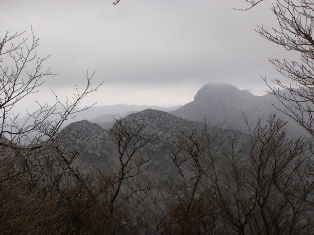 多良岳山頂から見る経ヶ岳の画像