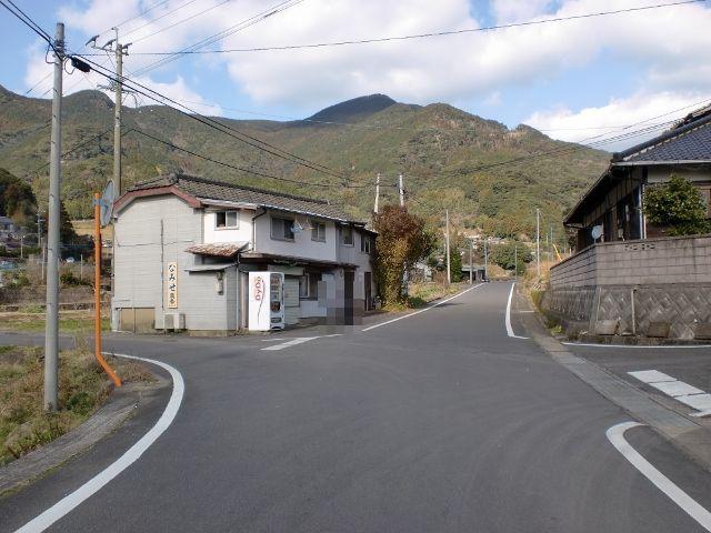 川内バス停前の四つ辻から見る虚空蔵山の画像