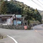 県道106号線から虚空蔵山登山口駐車場への分岐の画像