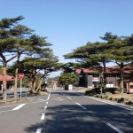 えびの高原とえびの高原バス停(左側の建物の前にバス停があります)。の画像