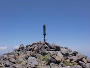 坂本龍馬が引き抜いたと伝わる高千穂峰山頂の坂鉾の画像