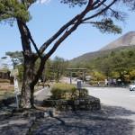 高千穂河原バス停と高千穂河原登山口の駐車場広場の画像