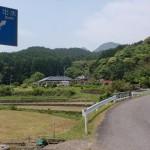 招川内バス停から先の県道117号線の画像