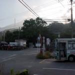 内山バス停と竈門(かまど)神社の画像