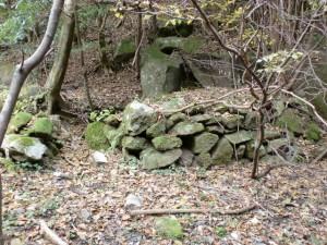滝川沿いに残る炭窯群の窯跡13の画像