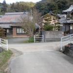 一ノ谷登山口から村上登山口へのT字路の画像