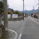 山家郵便局手前の山家宿場に入るT字路の画像