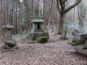 宮地岳山頂にある宮地岳神社の画像