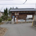 天山バス停から高木神社に至る一つ目のT字路の画像