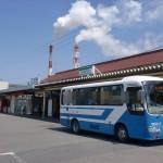 JR八代駅と八代駅前バス停の画像
