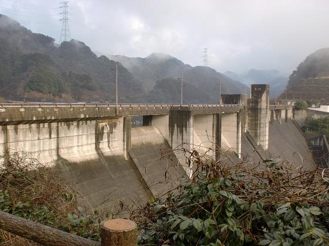 西山・犬鳴山の登山口 犬鳴ダムにバスでアクセスする方法