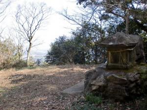 龍王山頂から10分ほどの距離にある竜王神社の画像