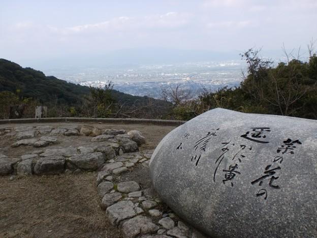 高良山頂西側の漱石の歌碑のある展望所の画像