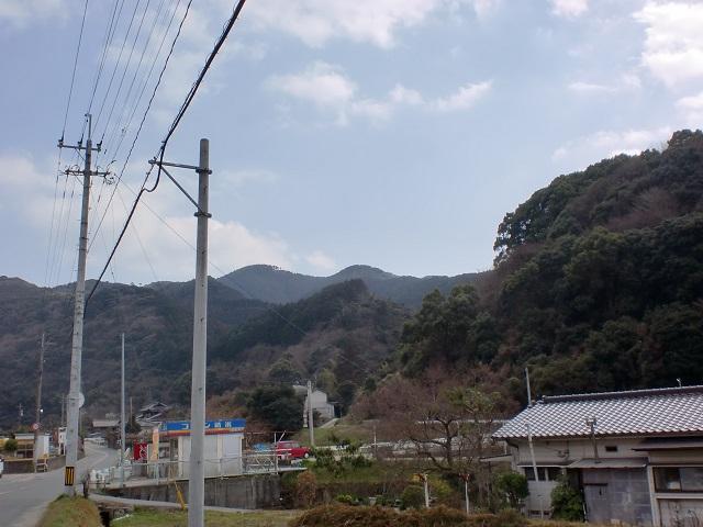 高良内幼稚園付近から見る明星山の画像