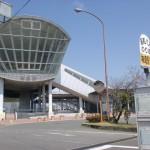 JR神埼駅(長崎本線)と昭和バスの神埼駅前バス停の画像