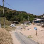 芥屋ビーチホテル(休業中)に続く車道の画像