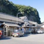 JR豊後竹田駅と竹田駅前バス停の画像