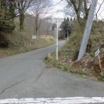 大戸尾根登山口の手前にある登山口への入口の画像