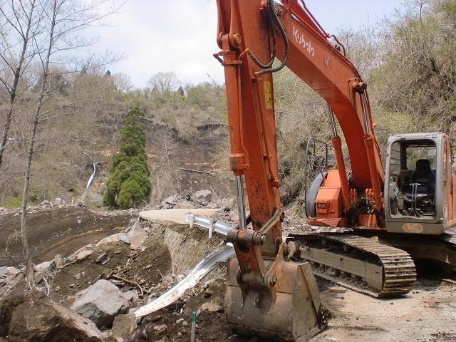 鍋の平キャンプ場の先の林道復旧工事現場の画像