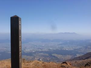 阿蘇中岳山頂から九重連山方面の眺望の画像