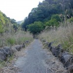 天の岩戸、西京橋へのコンクリートで舗装された登山道の画像