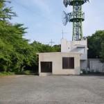 老岳山頂の電波塔とトイレの画像
