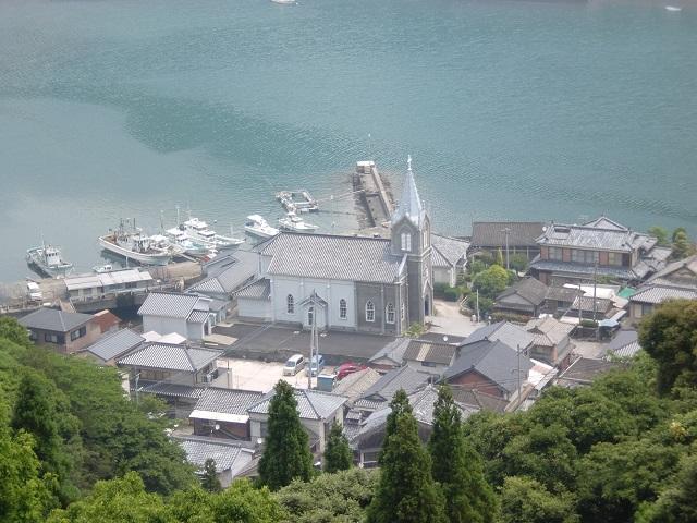 教会の見えるチャペルの鐘展望公園から見下ろす崎津天主堂の画像