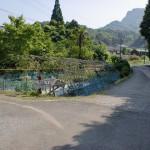 次郎丸岳登山口の駐車場の先にある分岐の画像