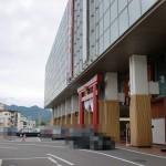 富士山駅前バスターミナルから見る富士山駅の画像