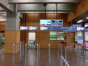 室堂バスターミナル内乗車場の画像
