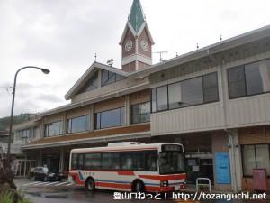 JR小海駅と小海駅バス停