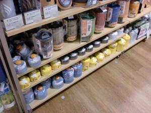 モンベル・グランフロント大阪店内のガス缶売場の画像