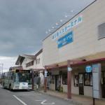 御殿場駅バス停(御殿場駅前バスタ―ミナル)と御殿場駅の画像