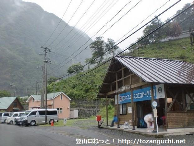 奈良田温泉バス停(バス待合所・早川町乗合バス)
