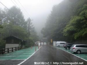 夜叉神峠のゲート前