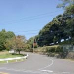 湯布院スポーツセンターの入口の坂道の画像