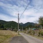 今村バス停から岳滅鬼山に続く農道(林道)の画像