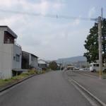 JR中山香駅前の道の画像