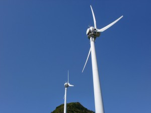 椿ヶ鼻ハイランドパークの風力発電施設の画像