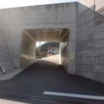 柚の木バス停横の万年山方面への道の画像