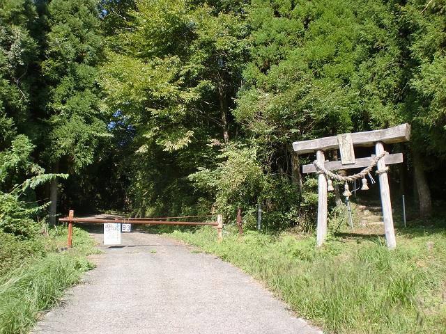平家山の登山口 尺間神社の鳥居にバスでアクセスする方法