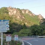 県道6号線から傾山の登山口(払鳥屋(御泊)コース)への分岐地点の画像