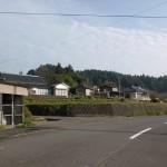 中中村バス停と中村バス停の中間にある花牟礼山登山口へ続く小路の入口の画像