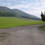 朝日台レストハウスから崩平山登山口へ至る途中のT字路の画像