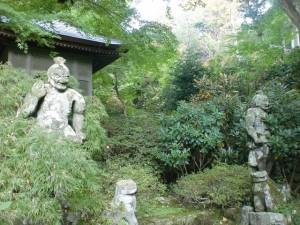 長安寺境内の仁王像(豊後高田市)の画像