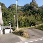 鬼会の里資料館の裏手の奥にある天念寺岩峰群の登山道入口の画像